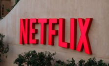 Netflix Logo Gebäude